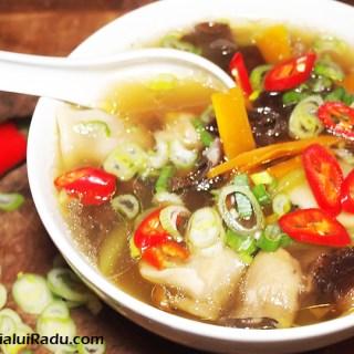 Galuste in foi de orez chinezesti. O supa chinezeasca.