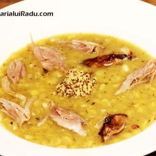Supa suedeza de mazare galbena cu ciolan afumat.