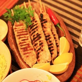 Kebab turcesc. Kofte din carne de miel tocata traditional.