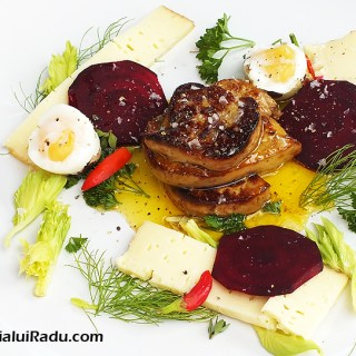 Foie gras, smochine si branza raclette, paste marunte.