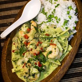 Curry thailandez verde cu creveti, bambus si ciuperci.