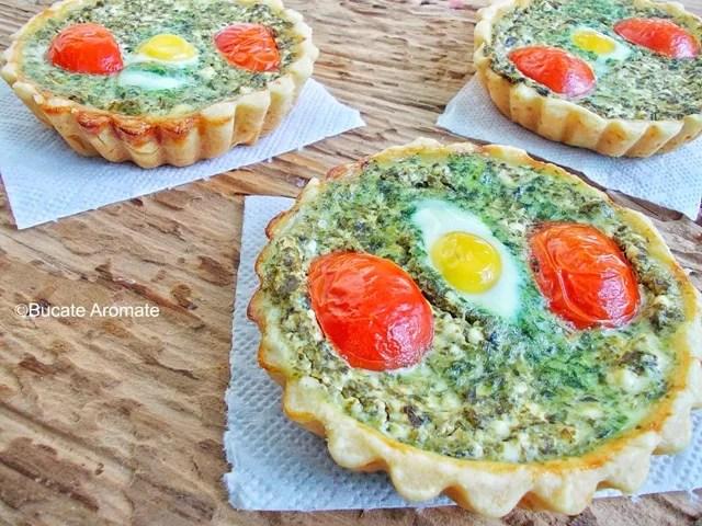 Mini tarte cu spanac şi ouă de prepeliţă