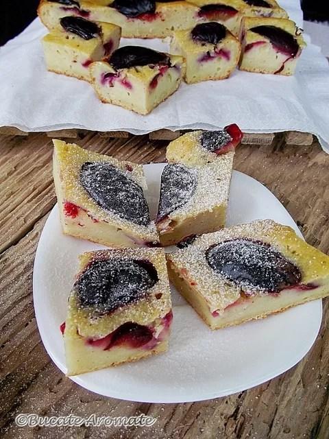 Prăjitură cu prune şi iaurt