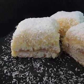 Prăjitură cu nucă de cocos şi vanilie