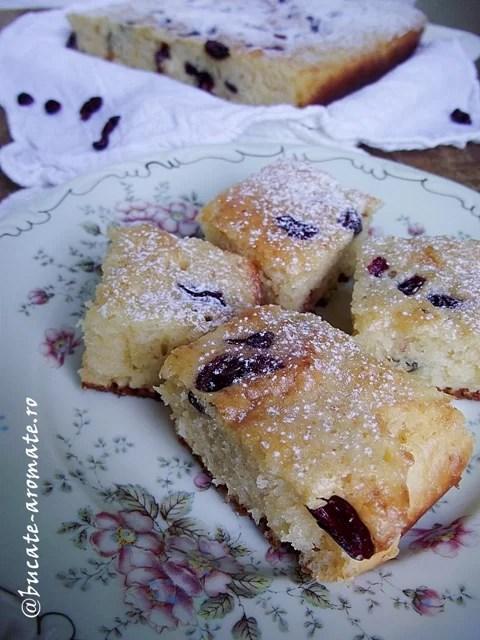 Prăjitură cu smântână şi merişoare