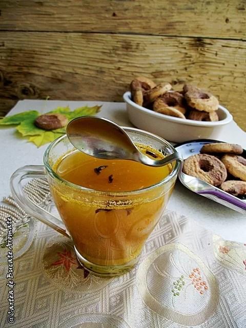 Ceai cu turmeric şi miere de albine