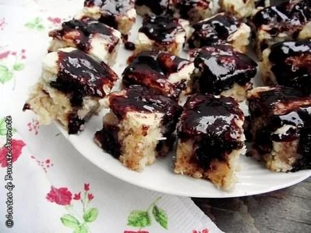 Prăjitură de post cu nucă de cocos şi ciocolată