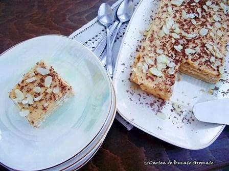Prăjitură cu biscuiţi şi cremă caramel