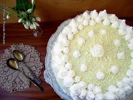 Tort cu cremă de lămâie şi ciocolată albă