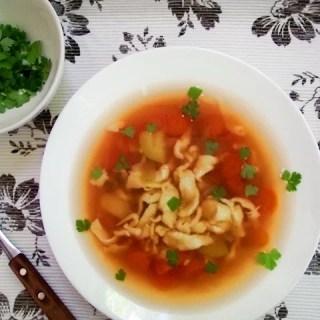 Supă de legume cu turnăţei