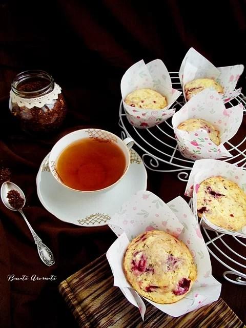 Brioşe cu zmeură şi un ceai bun