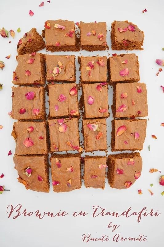brownie cu trandafiri