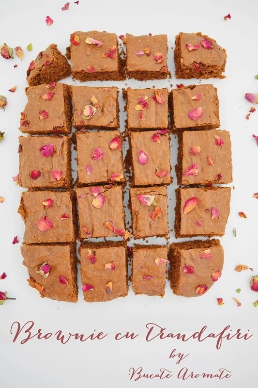 Prăjitura brownie cu trandafiri