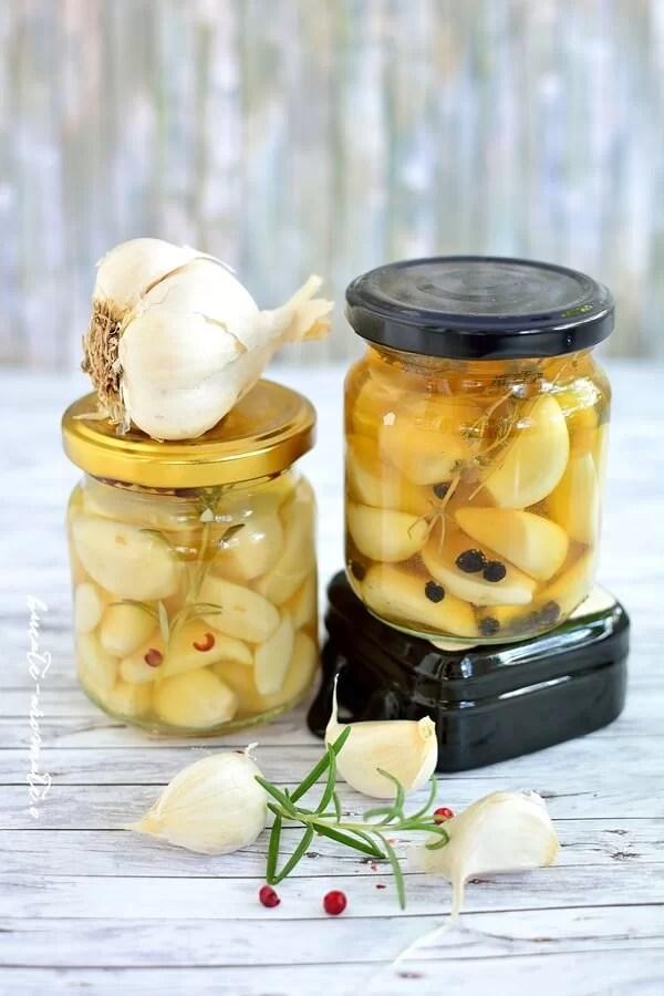 Usturoi murat în oţet cu mirodenii