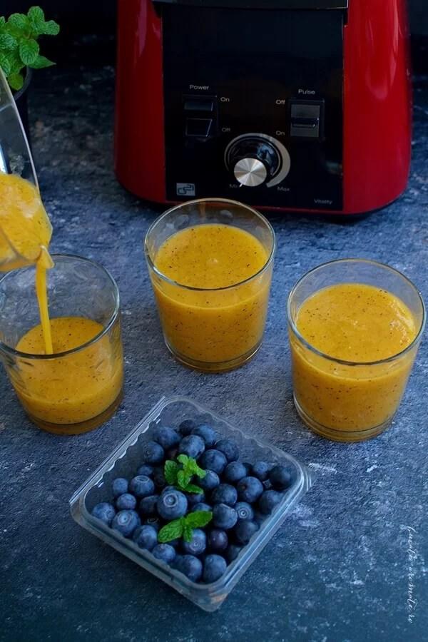Suc din piersici deshidratate şi afine