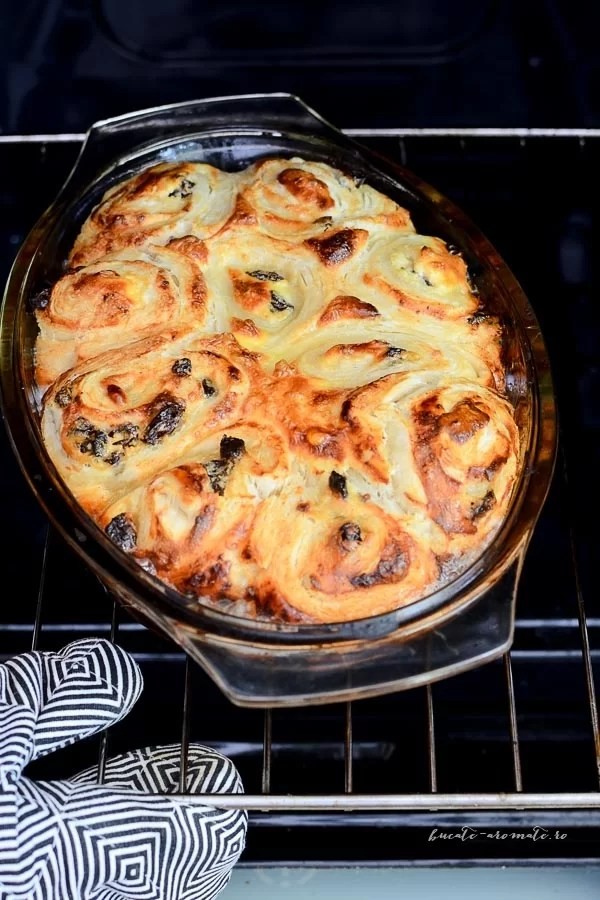 Melcișori din foietaj cu brânză dulce și stafide