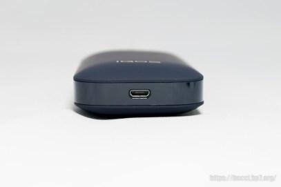 充電端子は MicroUSB