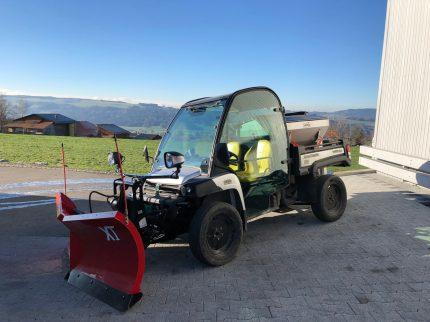 226 Bucher_Agrotechnik Gator mit Schneepflug