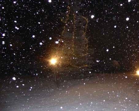 es schneit vor der Kirche 2017