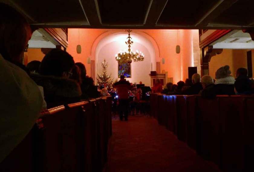 beleuchtete Kirche Benefizkonzert 2017