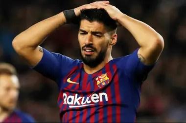 Suárez no estuvo jugando durante la temporada por una operación en la rodilla izquierda