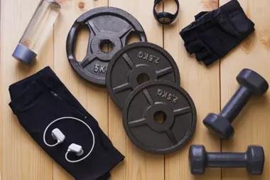 Hay gyms que también ofrecen discos y mancuernas en alquiler