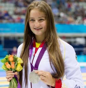 Elena Krawzow con la medalla de plata que conquistó en los Juegos Paralímpicos Londres 2012.