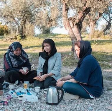 Nazifa y su familia, en plena ceremonia del té