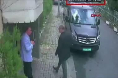 Jamal Khashoggi, en el momento de su entrada en el consulado