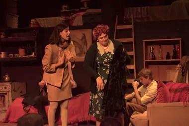 La historia de Ana Frank toma vida en el teatro del museo homónimo, encarnando una vez más uno de los testimonios más conmovedores de la Segunda Guerra Mundial