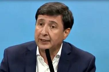 Desde el Ministerio de Desarrollo Social, Daniel Arroyo autorizó las compras con precios superiores de los del mercado
