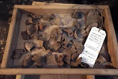 Fragmentos cerámicos hallados durante la excavación