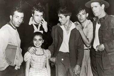 Marlon Brando y James Dean, en una imagen de 1955