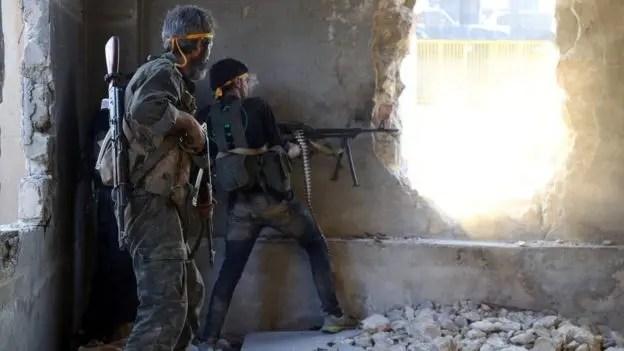 Uno de los ataques fue dirigido a la ciudad de Alepo, donde se está librando una dura batalla para su control.