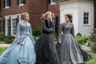 Florence Pugh como Amy, Saoirse Ronan como Jo y Emma Watson como Meg March, en el film, que llega a las salas el jueves, con seis nominaciones al Oscar