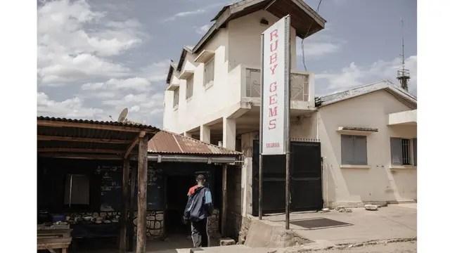 Los negocios de venta de gemas se multiplicaron en Sakahara