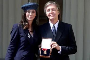 El músico fue condecorado por su contribución al mundo de la música
