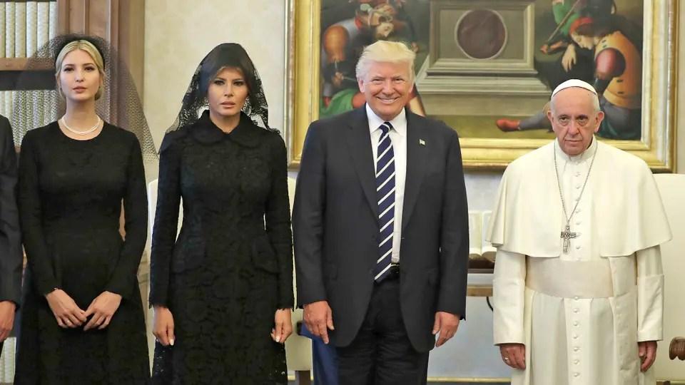 Donald Trump y su esposa Melania fueron recibidos por el Papa. Foto: AP
