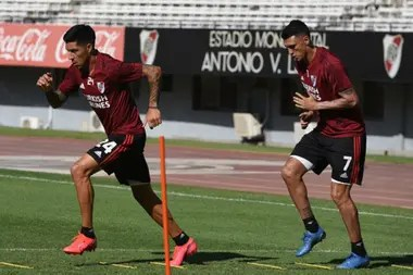 Enzo Pérez y Matías Suárez, en el entrenamiento de este jueves
