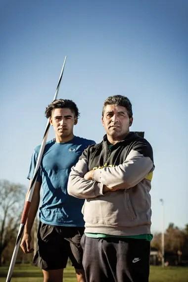 Agustín Osorio, con su papá y entrenador, Gustavo Osorio