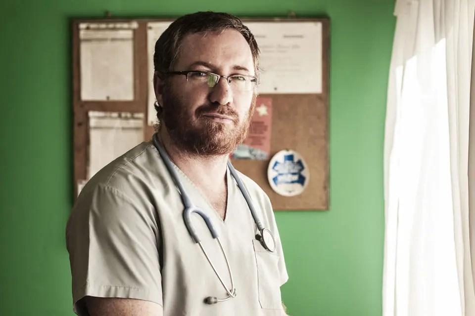 Mientras la medicina hiperespecializada contemporánea se aleja cada vez más de las necesidades básicas de la atención primaria, el enfoque sanitarista propone algo tan simple como abordar las enfermedades en función del entorno sociocultural en el que se desarrollan.