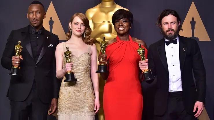 Mahershala Ali, Emma Stone y Viola Davis, ganadores del año pasado, volverán para presentar a los nuevos premiados; Casey Affleck, sin embargo, optó por no asistir por la controversia que lo rodea