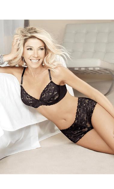 Catherine Fulop Cuando Tenia 48 Anos Poso Para Una Marca De Lenceria
