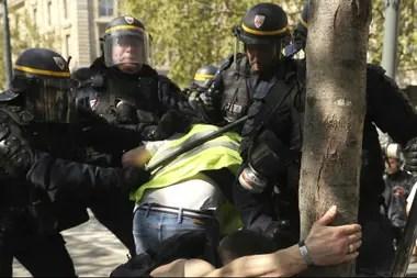 """Disturbios durante la manifestación de los """"chalecos amarillos en Francia"""""""