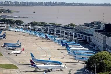 Los vuelos hacia Buenos Aires solo pueden ser abordados por argentinos o personas con residencia permanente o temporaria en el país
