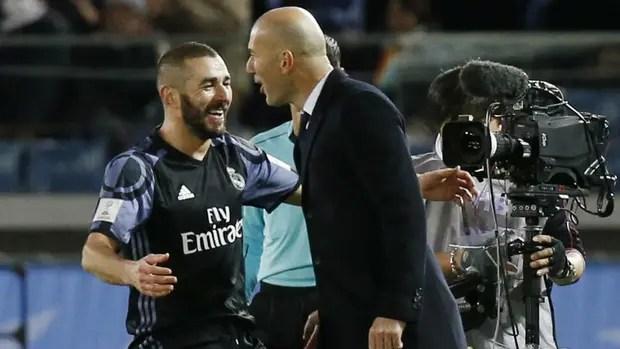 Benzema celebra su gol con Zidane