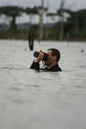 El artista suele trabajar en condiciones extremas. Foto: gentileza Charly Nijensohn