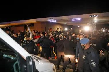 El lunes por la noche los vecinos de Ayres del Pilar impidieron el acceso de Báez al barrio