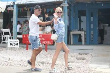 Los Latorre eligieron el restaurante de moda en José Ignacio para almorzar a orillas del mar, en un día nublado