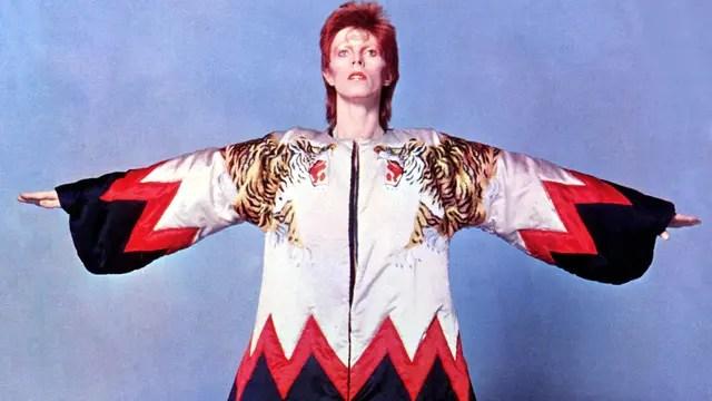 En los setenta como Ziggy Stardust creara la nueva religión de los seguidores de Bowie